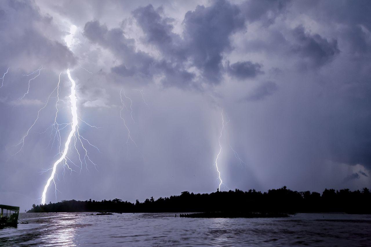 Catatumbo Lightning   Rayo del Catatumbo (23691566642) - ¿Qué significa ser venezolano?