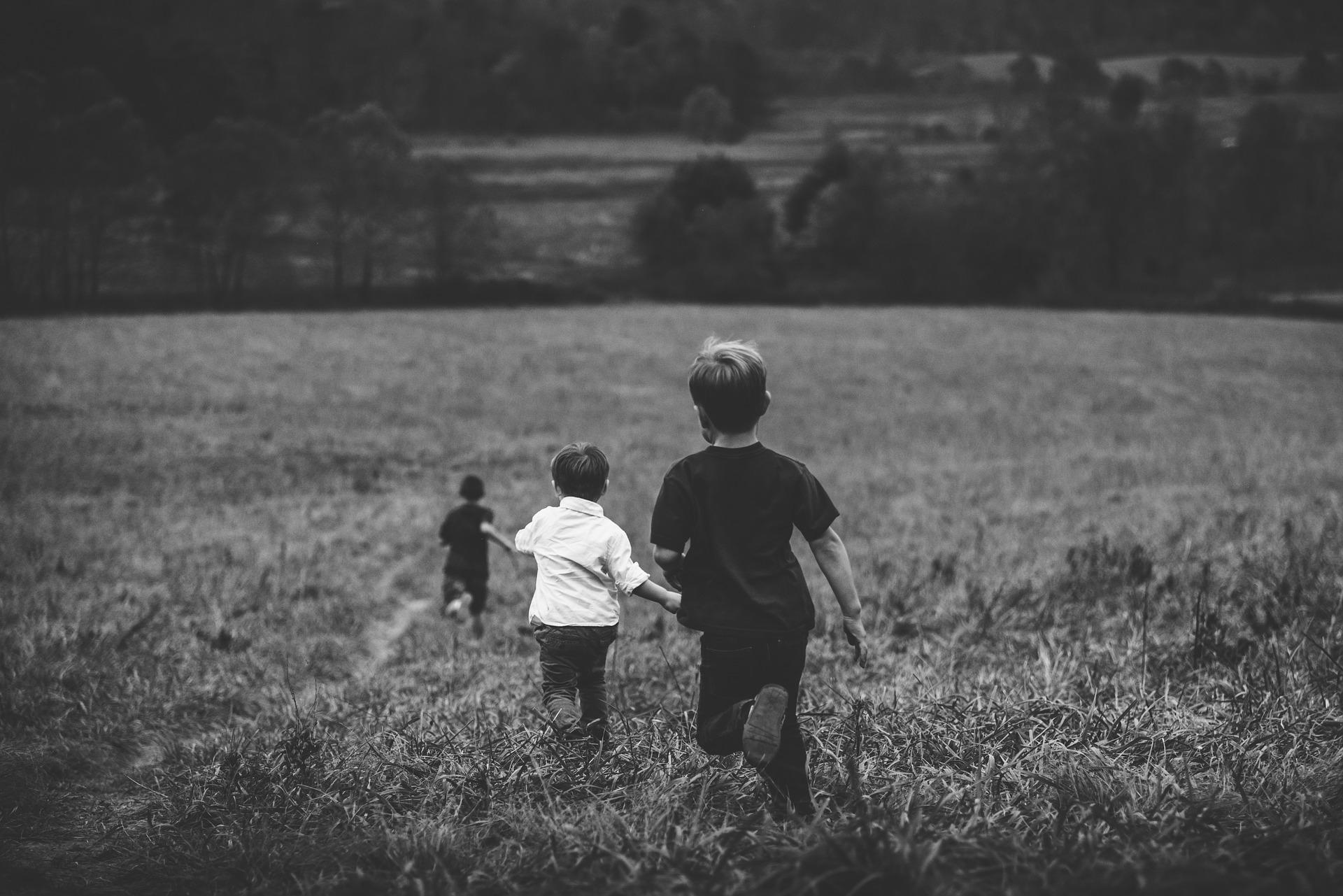 boys 1149665 19201 - ¿Cómo hacer que los niños sean más espontáneos y más creativos?