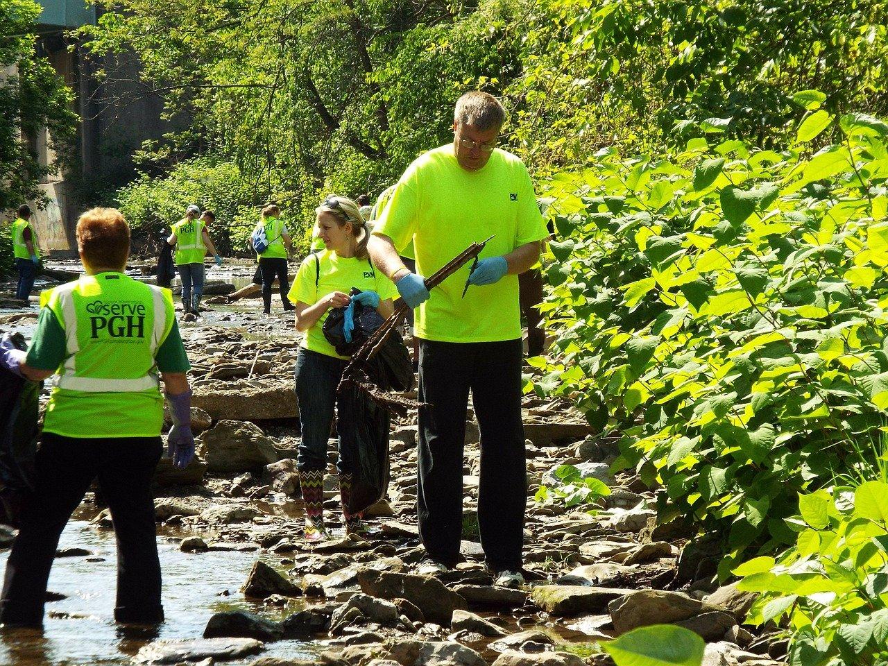 cleanup 342706 1280 - La Filantropía: Cuando ayudar a otros nos ayuda también a nosotros