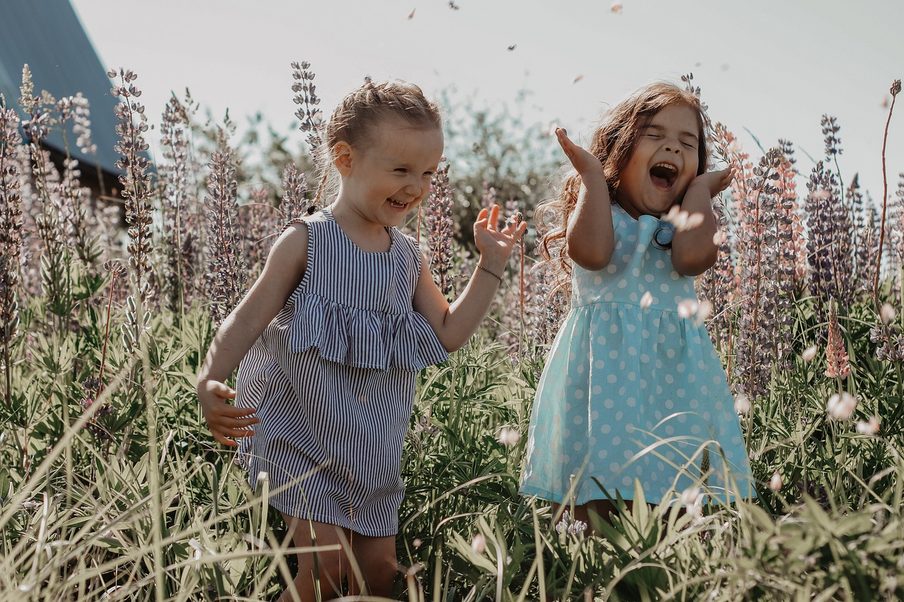 girls 6174061 12801 - ¿Cómo alcanzar la felicidad?
