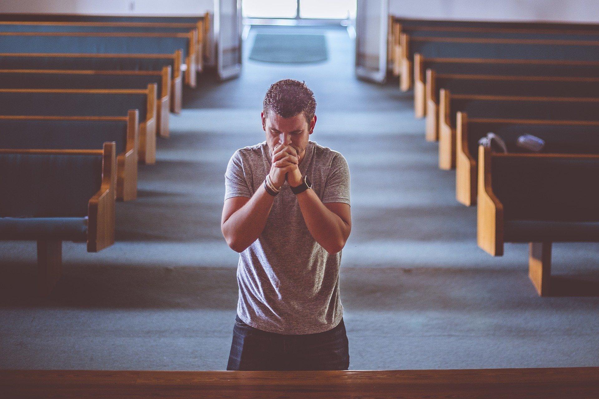 man 2179326 1920 - 10 hábitos diarios para acercarnos a Dios