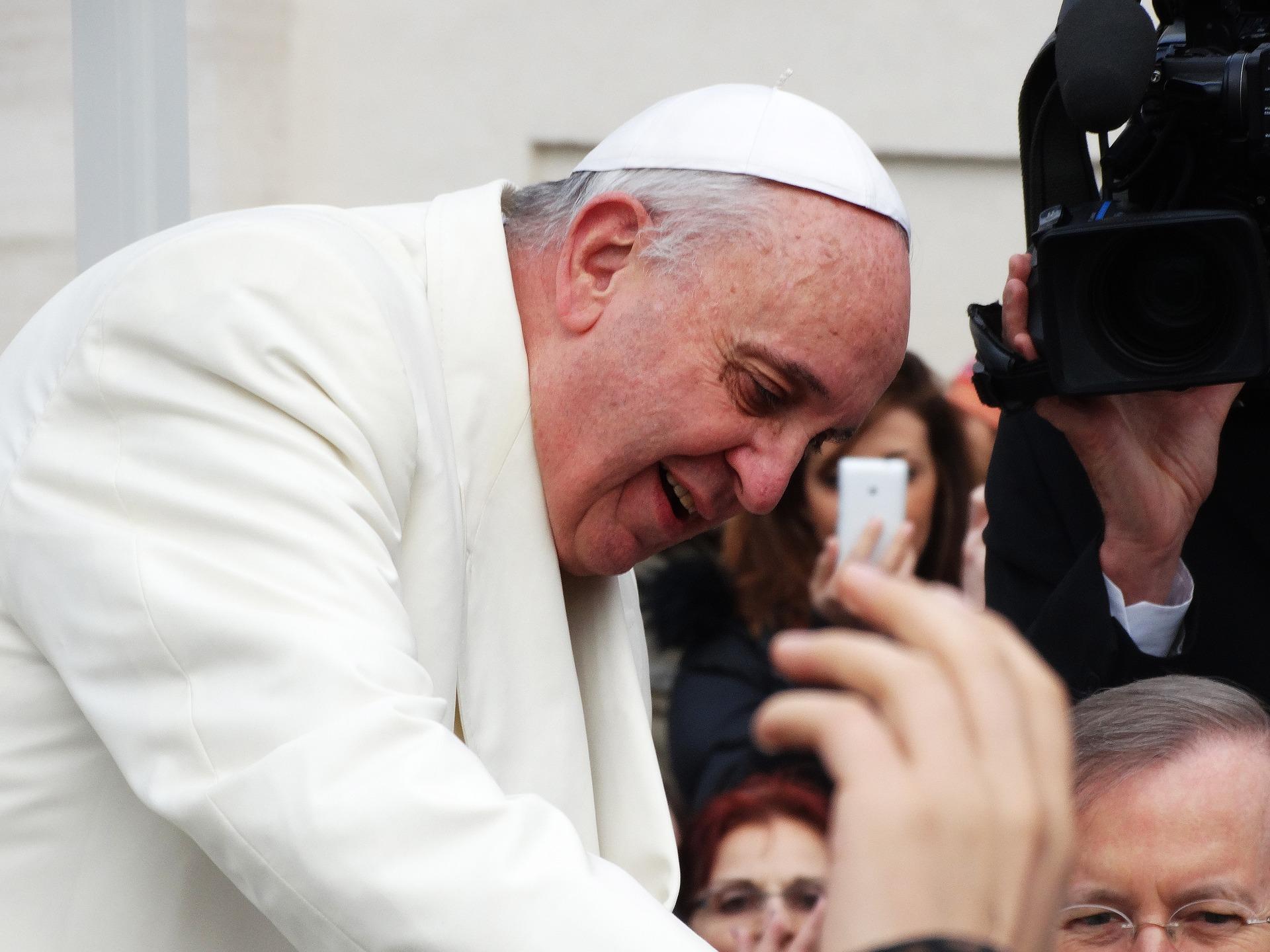 pope francis 707390 1920 - Orar y rezar a Dios