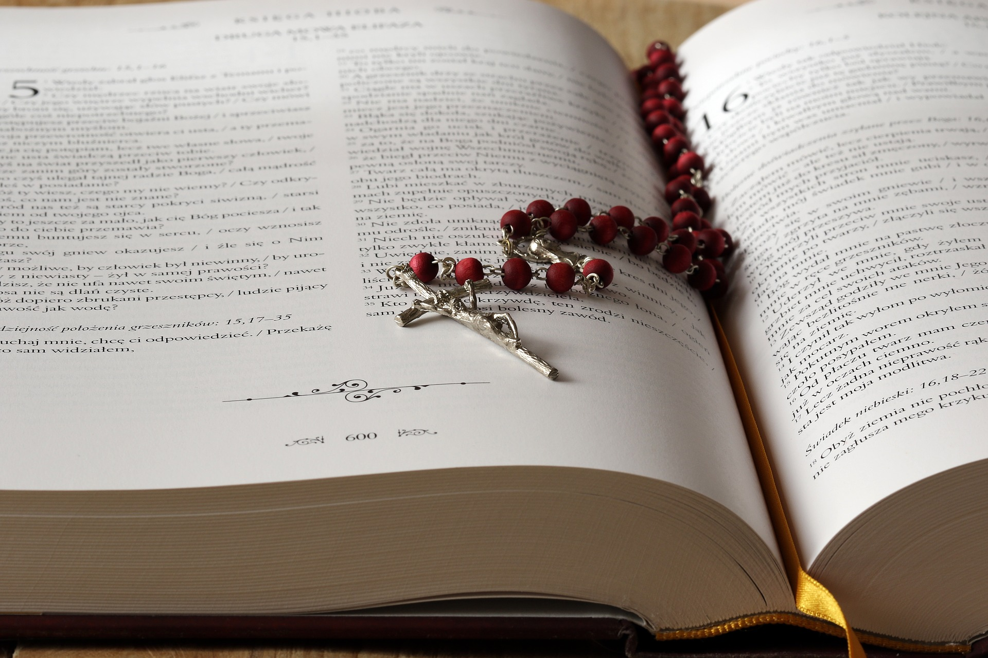 rosary 1766388 1920 - Orar y rezar a Dios