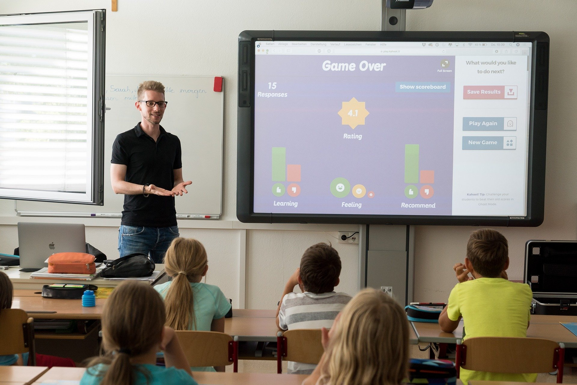 teacher 3765909 1920 - ¿Cuáles son los métodos educativos más populares?