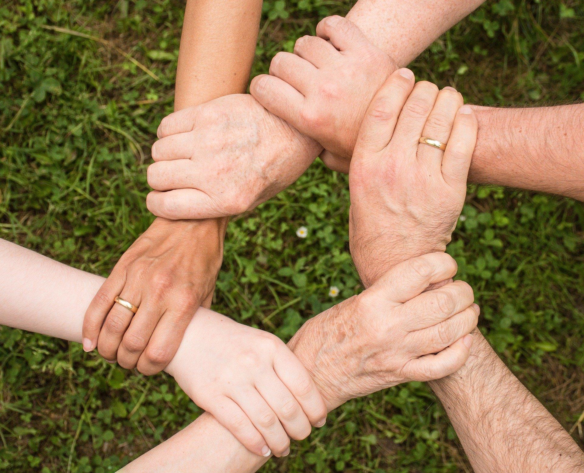 team spirit 2447163 1920 - ¿Qué es ser voluntario de una Fundación sin fines de lucro?
